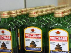 Er Guo Tou (二锅头) is a cheap type of Baijiu available everywhere